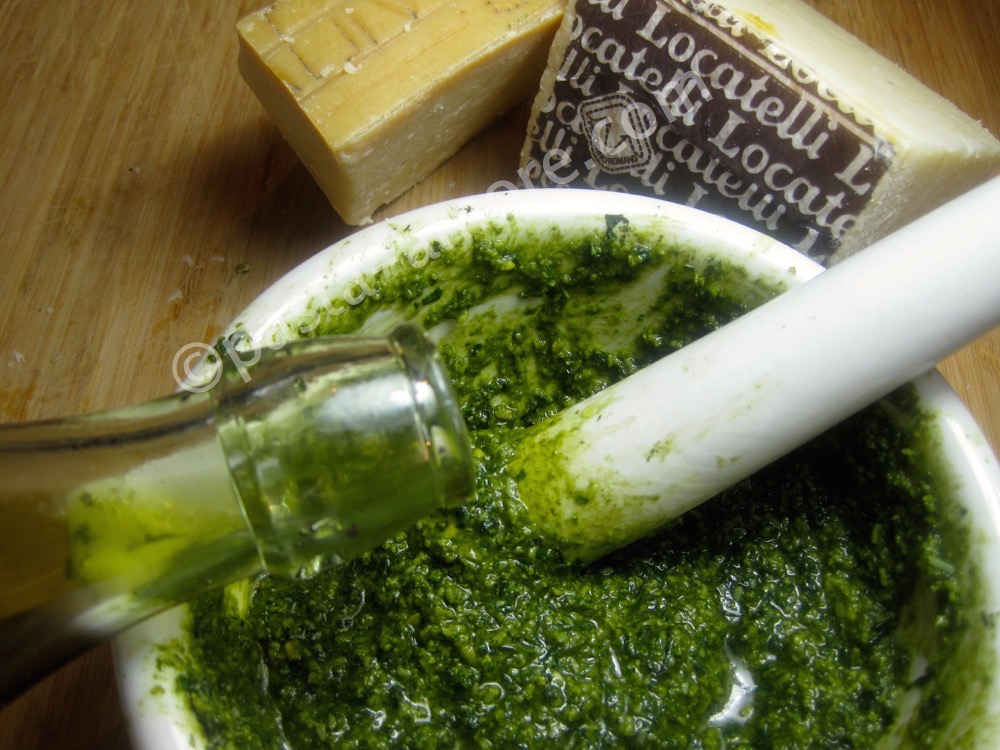 olive-oil-cashew-pesto